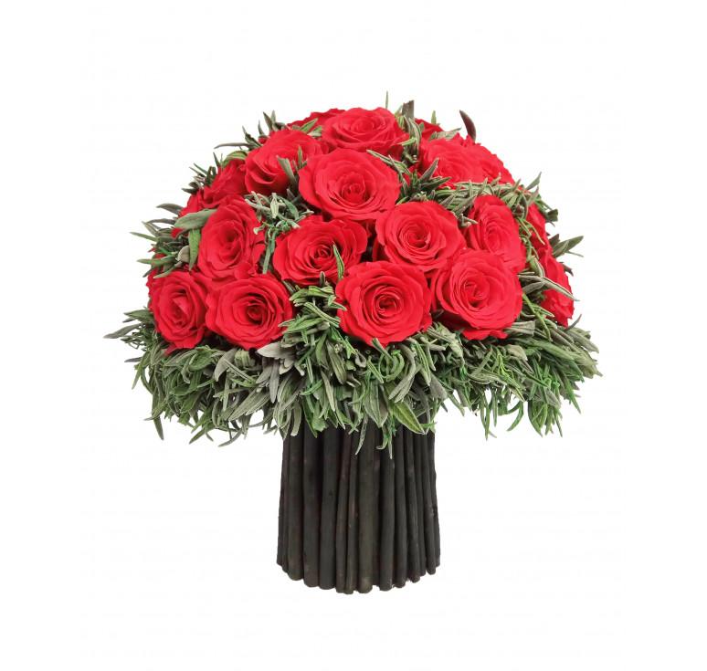 Красный большой букет стабилизированных цветов роз