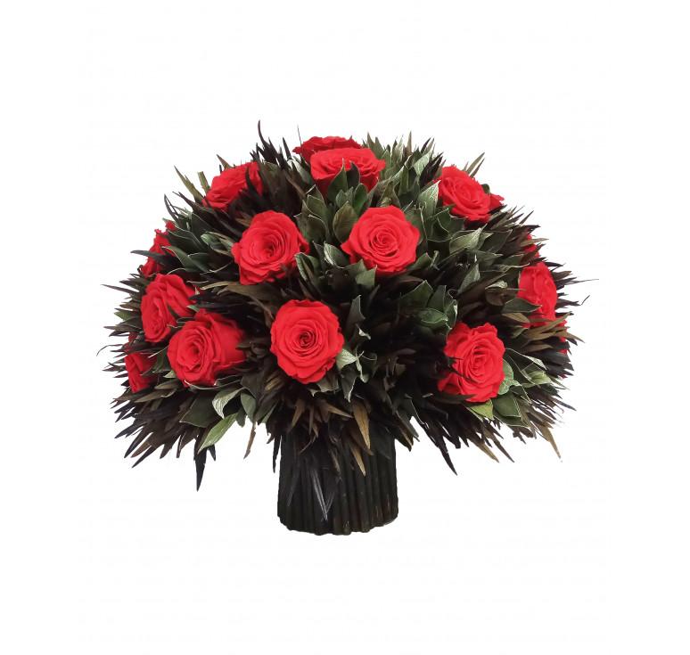 Букет большой стабилизированных ярко-алых роз