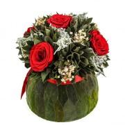 Бомбоньер средний из вельветового листа и красных роз Ø18 H19