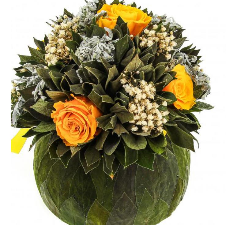 Букет Бомбоньер средний из вельветового листа и роз ярко-желтого цвета Ø18 H19