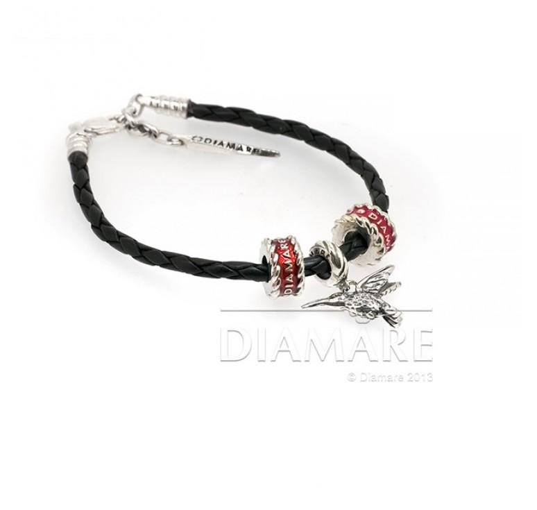 Кожаный браслет с тремя серебряными подвесками-шармами
