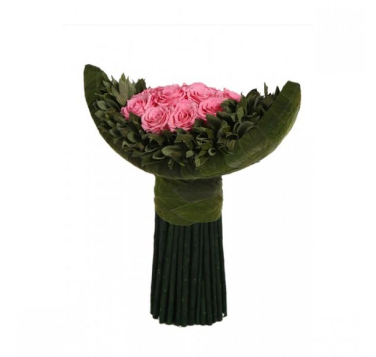 Изогнутый букет из роз