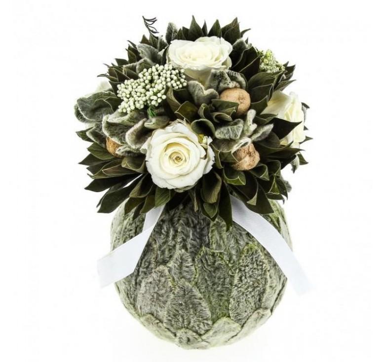Бомбоньер маленький из белых роз В подарок девушке