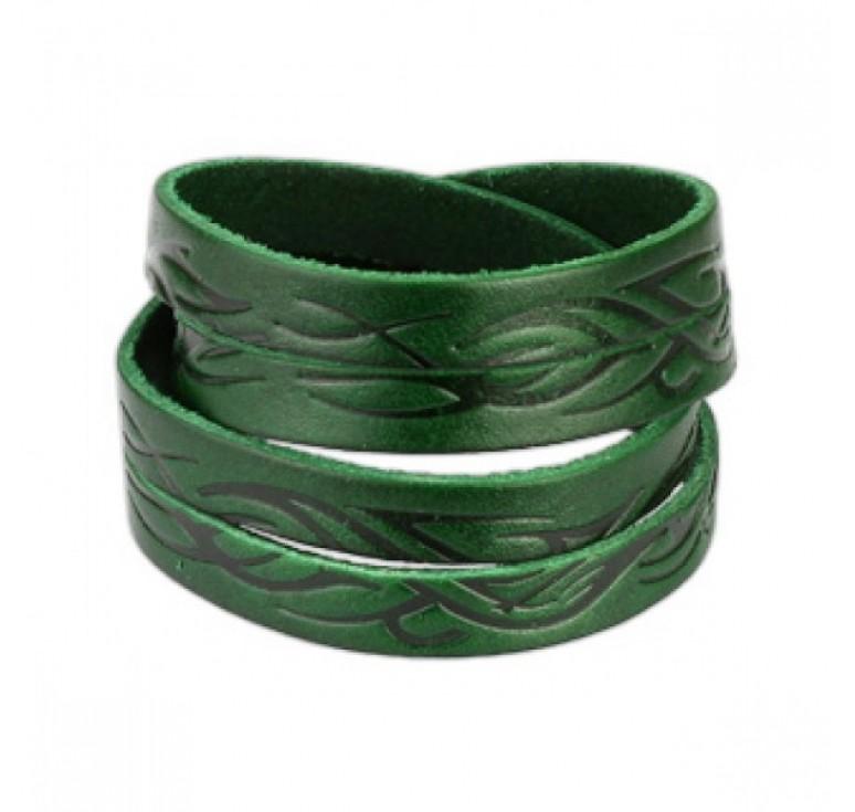 Мужской кожаный браслет цвет зеленый. Застегивается на металлическую застежку. По всему браслету идет тиснение