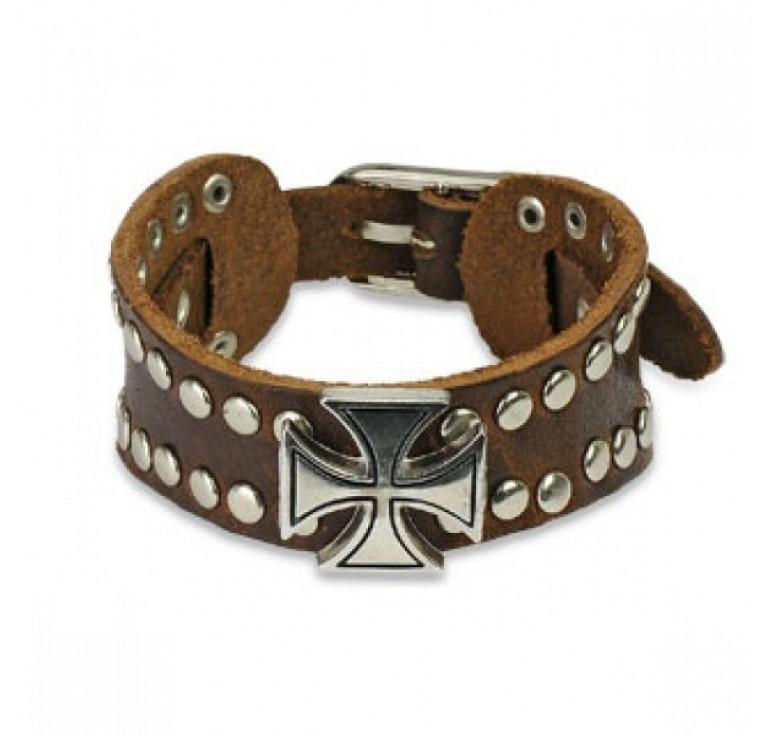 Мужской кожаный браслет из натуральной кожи цвет коричневый. Застежка как на ремне. На браслете много металлической фурнитуры: заклепки и крест серебристого цвета