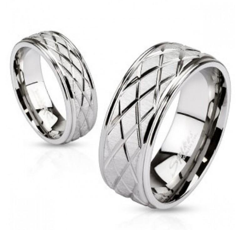 Мужское кольцо из стали серебряного цвета с бороздами. Могут использоваться как парные кольца