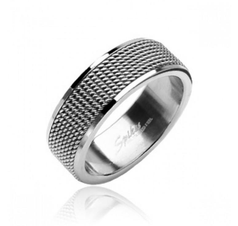 Мужское кольцо из стали цвет платина с ребристой поверхностью