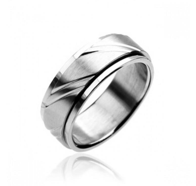 Мужское кольцо из стали цвет платина с бороздами