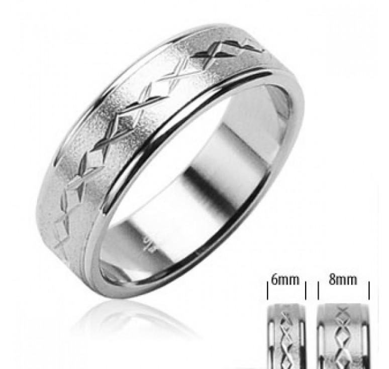 Мужское кольцо из стали цвет платина с шероховатой поверхностью и крестиками по диаметру