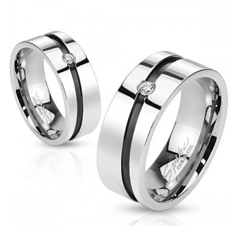 Мужское кольцо из стали цвет платина со вставкой из фианитов. Могут быть использованы как парные кольца