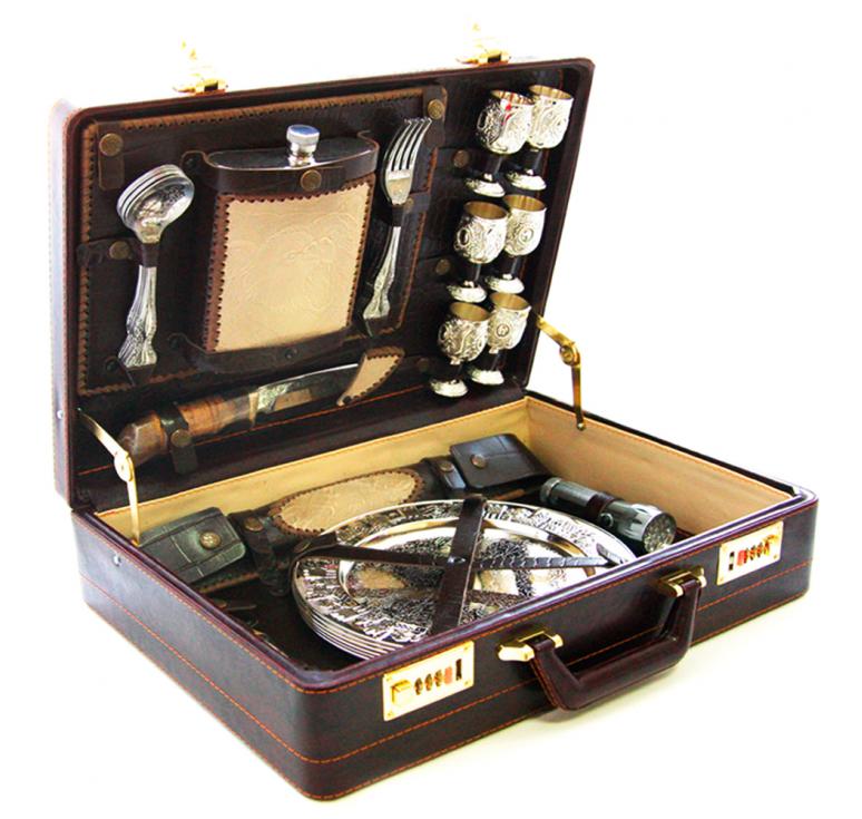 Подарочный комплект из 35 предметов, сувенир и очень качественный девайс для отдыха на природе