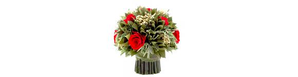 Красные и розовые букеты цветов