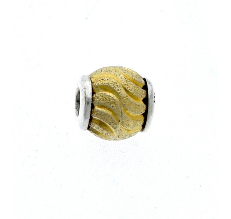 Серебряный шарм золотого цвета Diamare