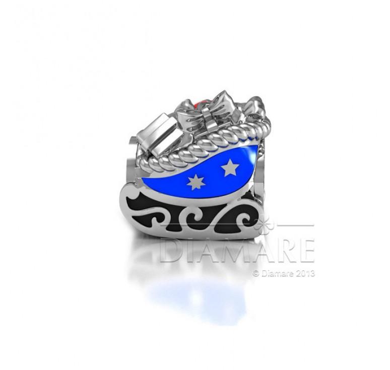 Шарм серебряный в виде сказочных саней с эмалью