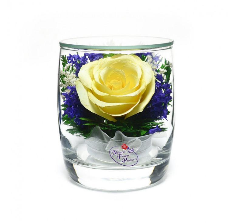 Композиция из натуральных роз в подарочной упаковке