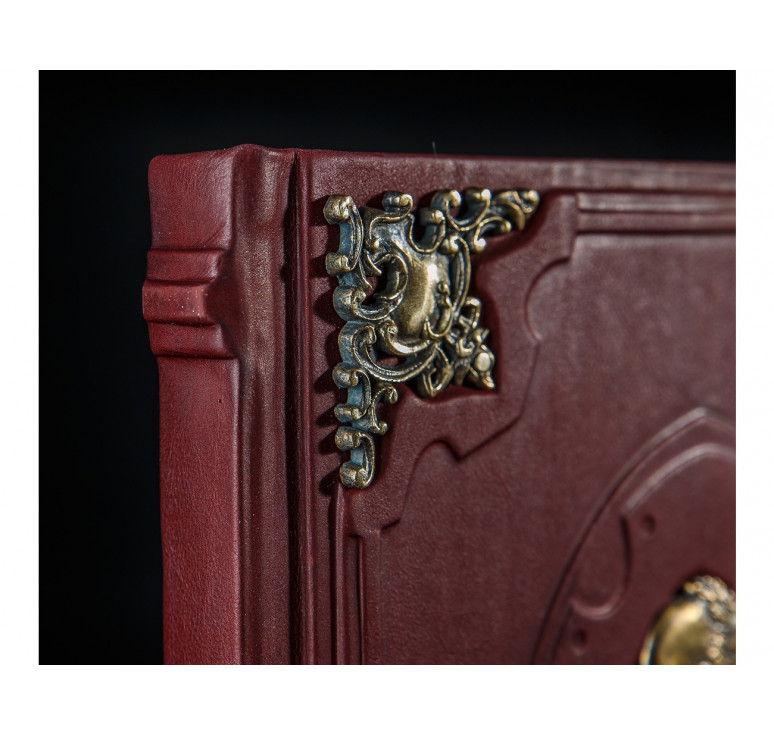 Мудрость тысячелетий с бронзовыми накладками и «Мудрецом»