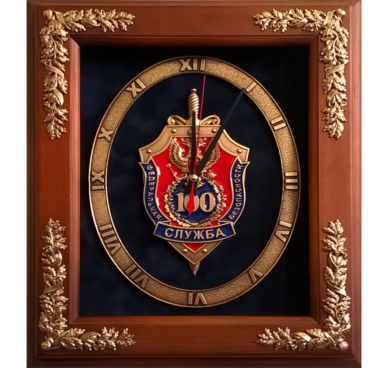 """Настенные часы """"100 лет ФСБ"""" в деревянной раме"""